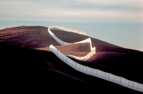 Christo and Jeanne-Claude: Running Fence, Sonoma and Marin Counties, California, 1972-76 Photo: Wolfgang Volz. ©1976 Christo + Wolfgang Volz